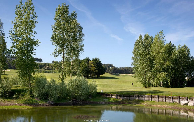 golf-expedition-golf-reizen-frankrijk-regio-normandië-hotel-mercure-omaha-beach-water-hazard-uitzicht-golfbaan.jpg