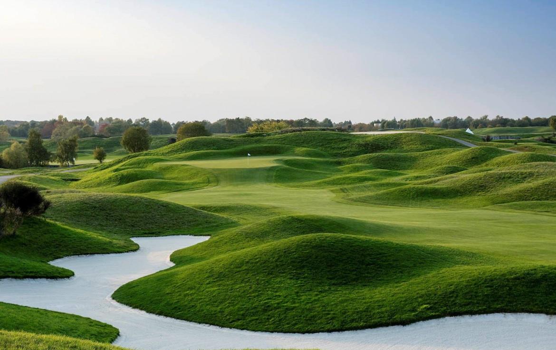 golf-expedition-golf-reizen-frankrijk-regio-parijs-trianon-palace-versailles-golfbaan-met-verschillende-hoogtes-green-water-hazard.jpg