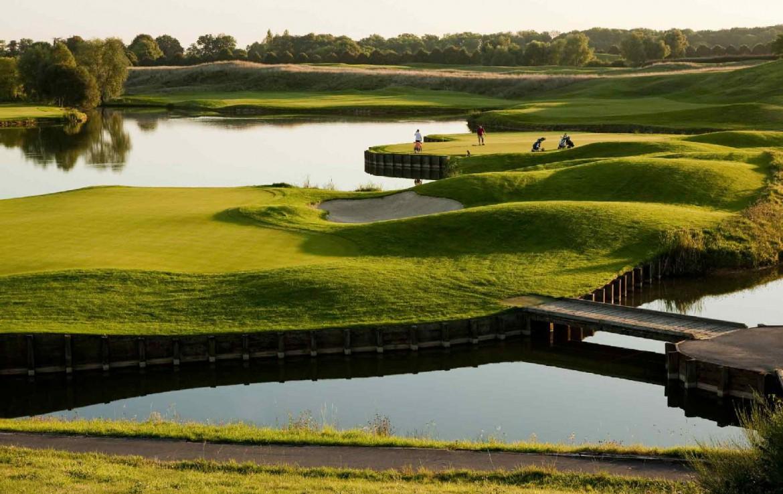 golf-expedition-golf-reizen-frankrijk-regio-parijs-trianon-palace-versailles-golfbaan-water-brug.jpg