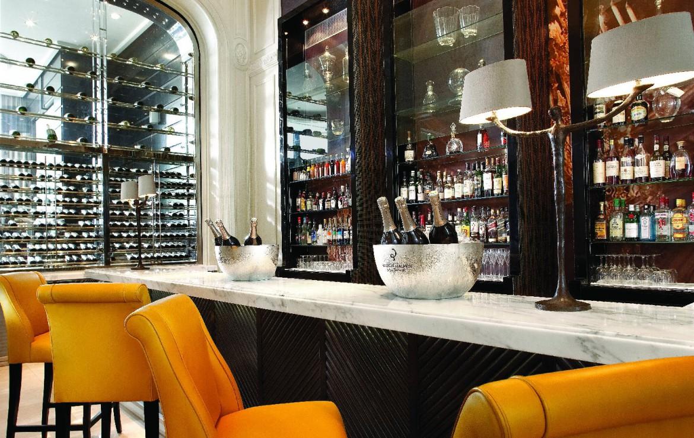 golf-expedition-golf-reizen-frankrijk-regio-parijs-trianon-palace-versailles-luxe-bar-met-wijnen.jpg.