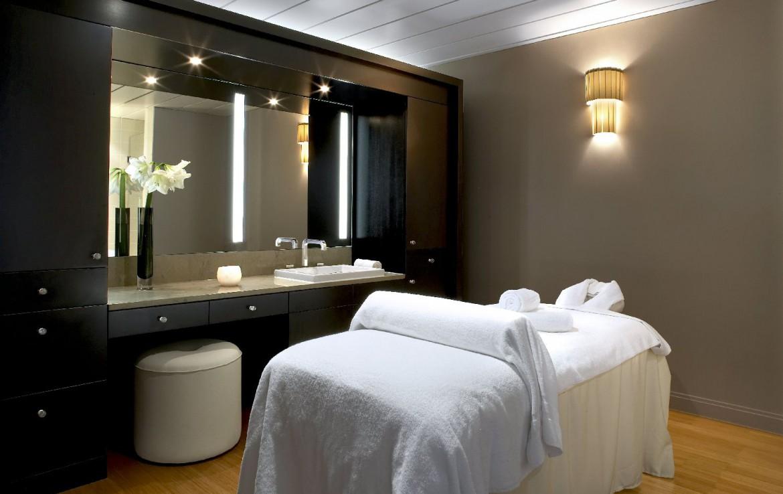 golf-expedition-golf-reizen-frankrijk-regio-parijs-trianon-palace-versailles-massage-bed-spiegel.jpg