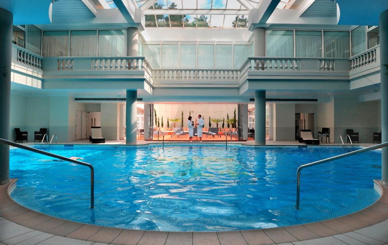golf-expedition-golf-reizen-frankrijk-regio-parijs-trianon-palace-versailles-prachtig-binnen-zwembad.jpg