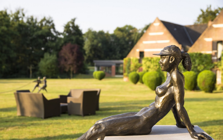 golf-expedition-golf-reizen-frankrijk-regio-pas-de-calais-chateau-tilques-beeld-golfer-kunst.jpg
