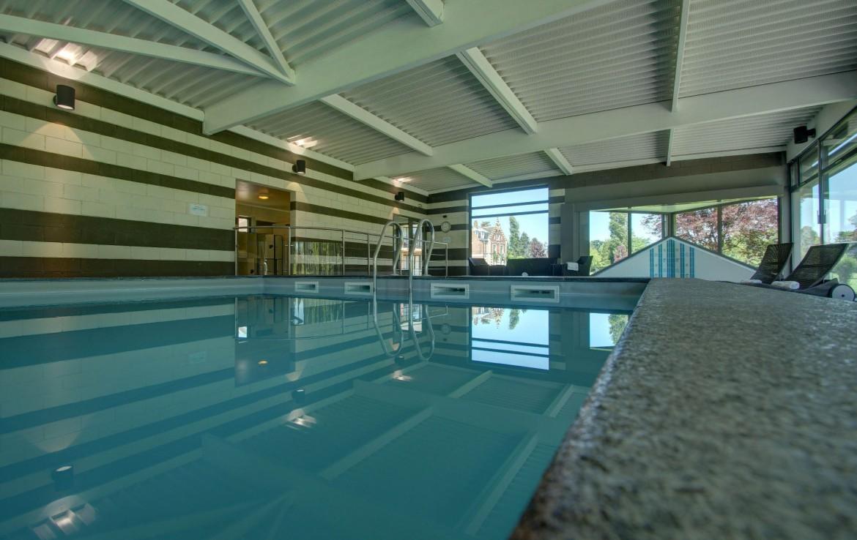 golf-expedition-golf-reizen-frankrijk-regio-pas-de-calais-chateau-tilques-binnen-zwembad-met-ligbedden.jpg