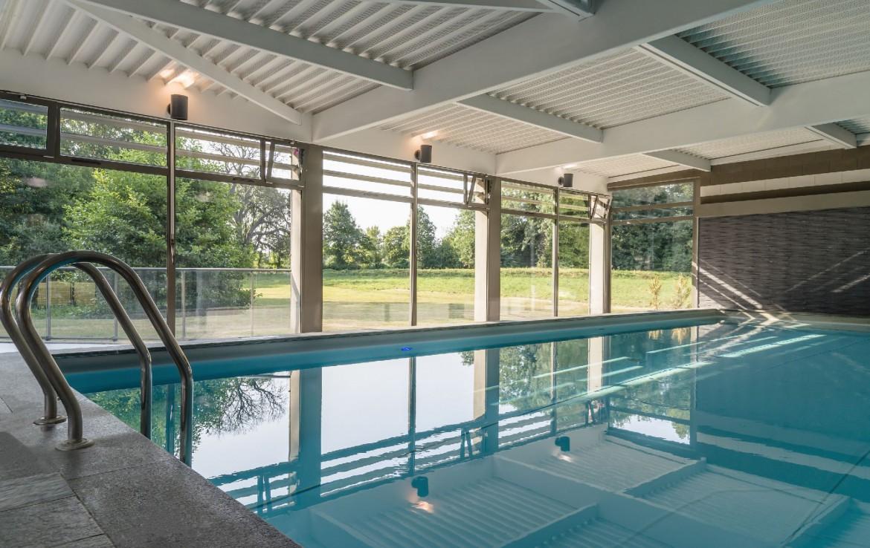 golf-expedition-golf-reizen-frankrijk-regio-pas-de-calais-chateau-tilques-binnen-zwembad.jpg