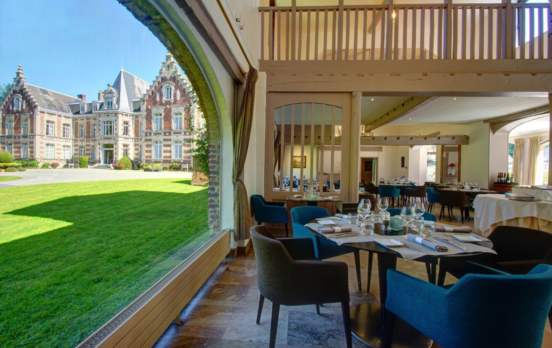 golf-expedition-golf-reizen-frankrijk-regio-pas-de-calais-chateau-tilques-restaurant-met-uitzicht-op-binnenplaats.jpg