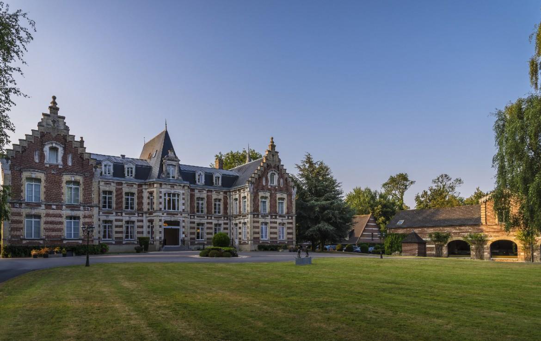 golf-expedition-golf-reizen-frankrijk-regio-pas-de-calais-chateau-tilques-villa-met-parkeerplaats-en-grasveld.jpg