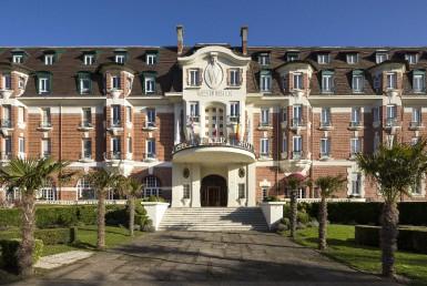golf-expedition-golf-reizen-frankrijk-regio-pas-de-calais-hotel-barriere-le-westminster-entree-villa.jpg