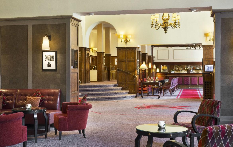 golf-expedition-golf-reizen-frankrijk-regio-pas-de-calais-hotel-barriere-le-westminster-lounge-met-bar-achtergrond.jpg