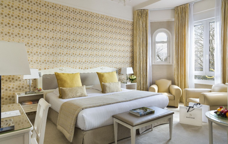 golf-expedition-golf-reizen-frankrijk-regio-pas-de-calais-hotel-barriere-le-westminster-slaapkamer-met-geel-interieur.jpg