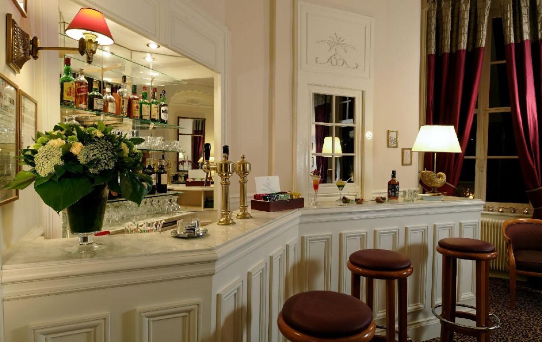 golf-expedition-golf-reizen-frankrijk-regio-pas-de-calais-hotel-cléry-bar-met-diverse-dranken.jpg