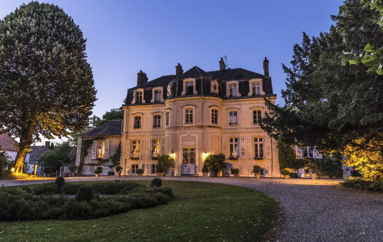 golf-expedition-golf-reizen-frankrijk-regio-pas-de-calais-hotel-cléry-entree-van-hotel-zon-ondergang.jpg