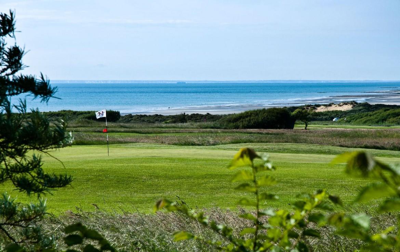 golf-expedition-golf-reizen-frankrijk-regio-pas-de-calais-hotel-cléry-golfbaan-met-green-achtergrond.jpg