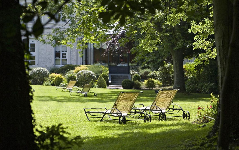 golf-expedition-golf-reizen-frankrijk-regio-pas-de-calais-hotel-cléry-ligbedden-in-tuin.jpg