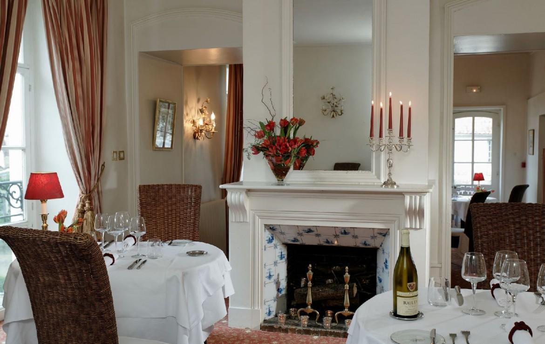 golf-expedition-golf-reizen-frankrijk-regio-pas-de-calais-hotel-cléry-restaurant-gedekte-tafels-openhaard.jpg