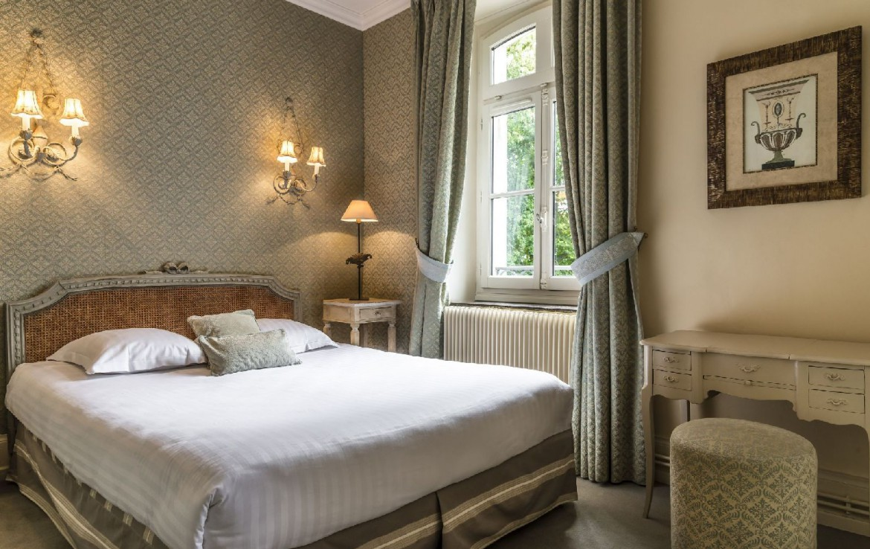 golf-expedition-golf-reizen-frankrijk-regio-pas-de-calais-hotel-cléry-slaapkamer-met-klassiek-bureau.jpg