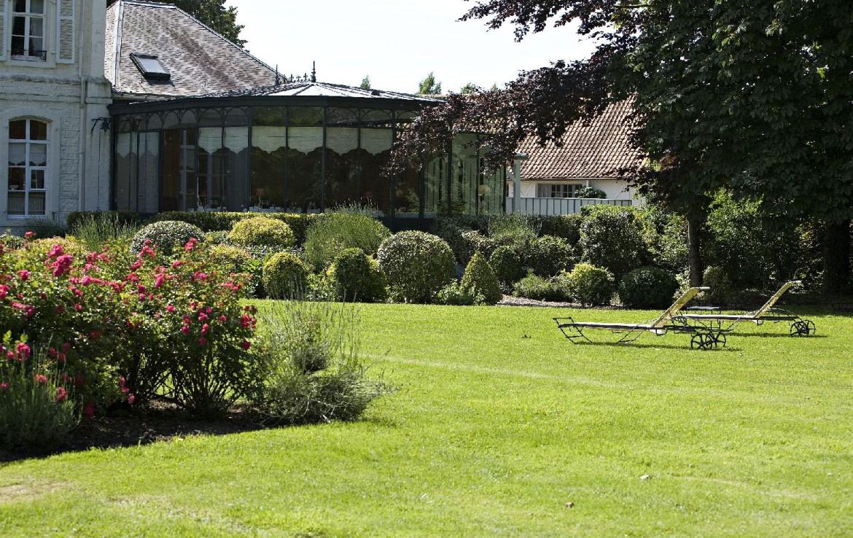 golf-expedition-golf-reizen-frankrijk-regio-pas-de-calais-hotel-cléry-tuin-met-ligbedden.jpg