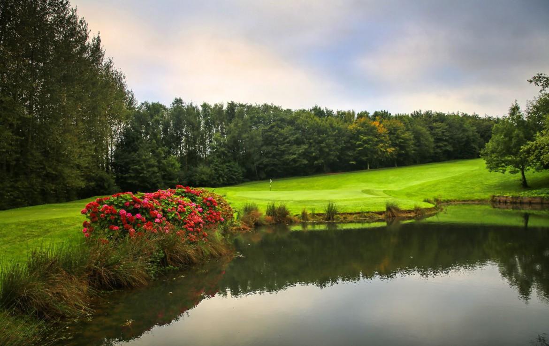 golf-expedition-golf-reizen-frankrijk-regio-pas-de-calais-hotel-du-golf-aa-de-saint-omer-bloemen-water-golfbaan.jpg