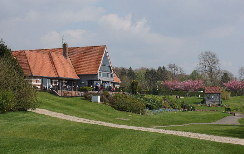 golf-expedition-golf-reizen-frankrijk-regio-pas-de-calais-hotel-du-golf-aa-de-saint-omer-hotel-looppad-grasveld-bunker.jpg