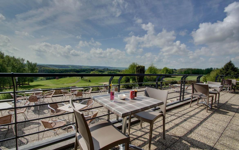golf-expedition-golf-reizen-frankrijk-regio-pas-de-calais-hotel-du-golf-aa-de-saint-omer-terras-met-uitzicht-op-landschap.jpg