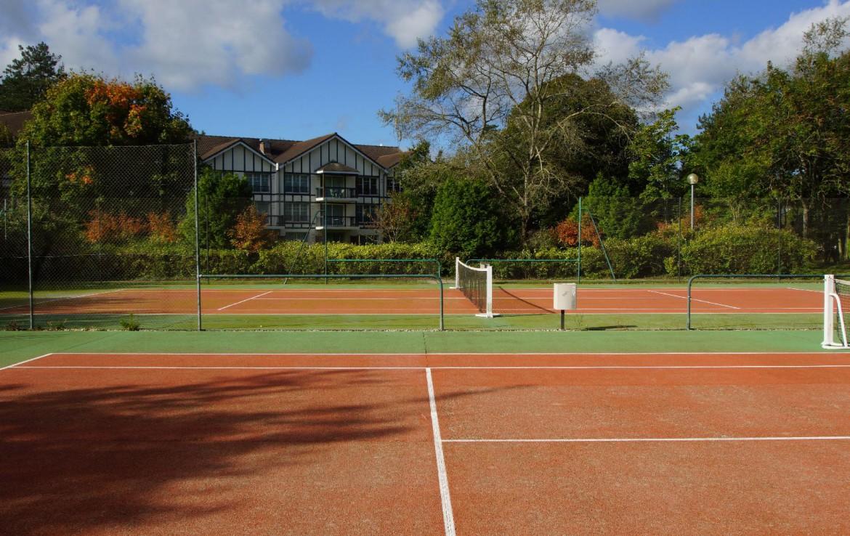 golf-expedition-golf-reizen-frankrijk-regio-pas-de-calais-hotel-du-parc-hotel-met-tennisbaan.jpg