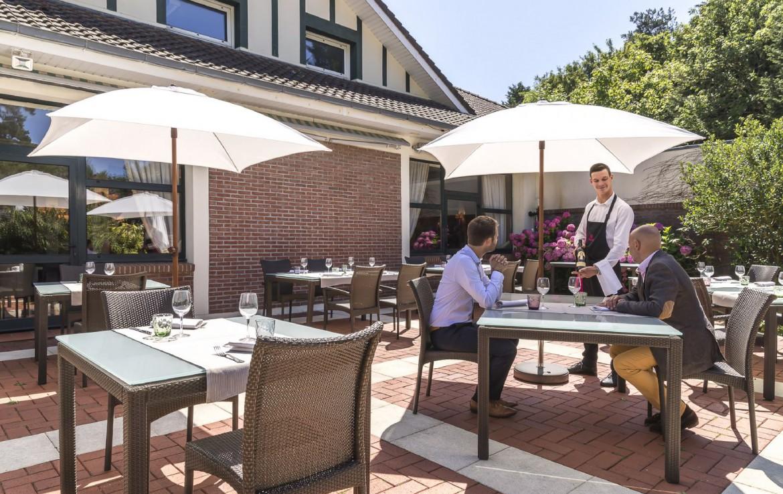 golf-expedition-golf-reizen-frankrijk-regio-pas-de-calais-hotel-du-parc-terras-met-restaurant.jpg