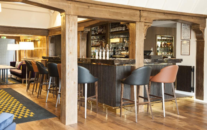 golf-expedition-golf-reizen-frankrijk-regio-pas-de-calais-le-manoir-hotel-bar-met-lounge-stijlvol-ingericht.jpg