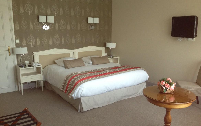 golf-expedition-golf-reizen-frankrijk-regio-pas-de-calais-le-manoir-hotel-slaapkamer-twee-personen-met-tv.jpg