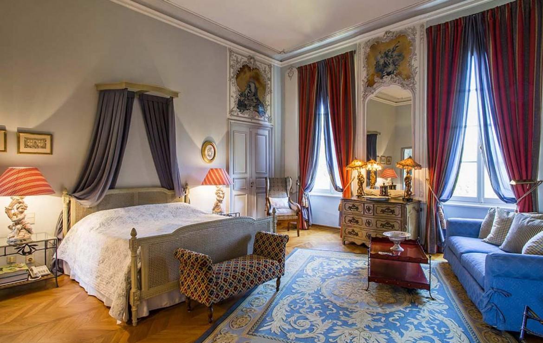 golf-expedition-golf-reizen-frankrijk-regio-provence-chateau-talaud-klassieke-slaapkamer-met-bank.jpg