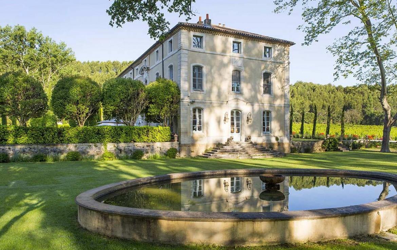 golf-expedition-golf-reizen-frankrijk-regio-provence-chateau-talaud-tuin-met-fontijn-gelegen-aan-chateau-prachtige-omgeving.jpg