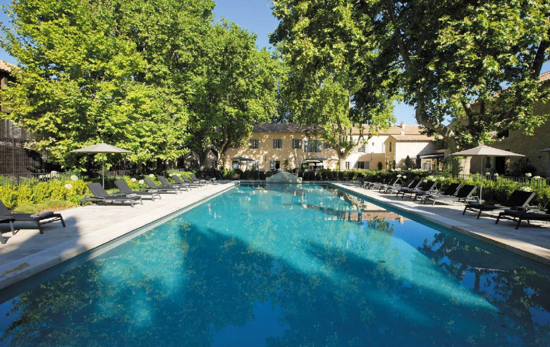 golf-expedition-golf-reizen-frankrijk-regio-provence-domaine-de-manville-groot-zwembad-met-ligbedden.jpg