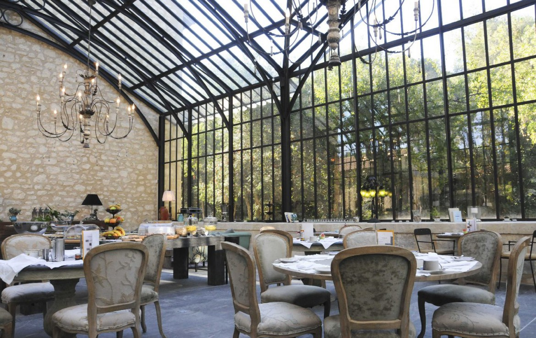 golf-expedition-golf-reizen-frankrijk-regio-provence-domaine-de-manville-overdekt-restaurant.jpg