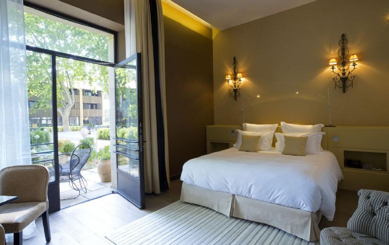 golf-expedition-golf-reizen-frankrijk-regio-provence-domaine-de-manville-slaapkamer-met-terras.jpg