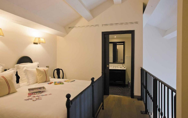 golf-expedition-golf-reizen-frankrijk-regio-provence-domaine-de-manville-slaapkamer-twee-personen-badkamer.jpg