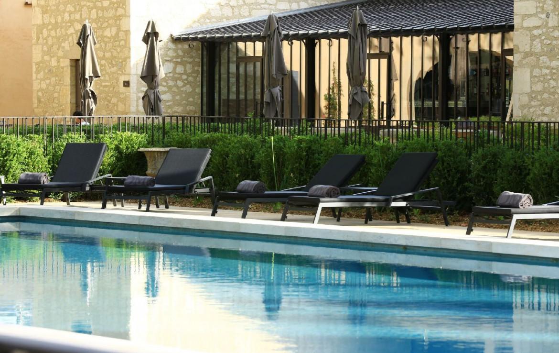 golf-expedition-golf-reizen-frankrijk-regio-provence-domaine-de-manville-zwembad-met-ligbedden.jpg