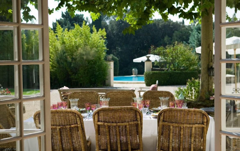 golf-expedition-golf-reizen-frankrijk-regio-provence-domaine-les-serres-terras-uitzicht-op-zwembad.jpg