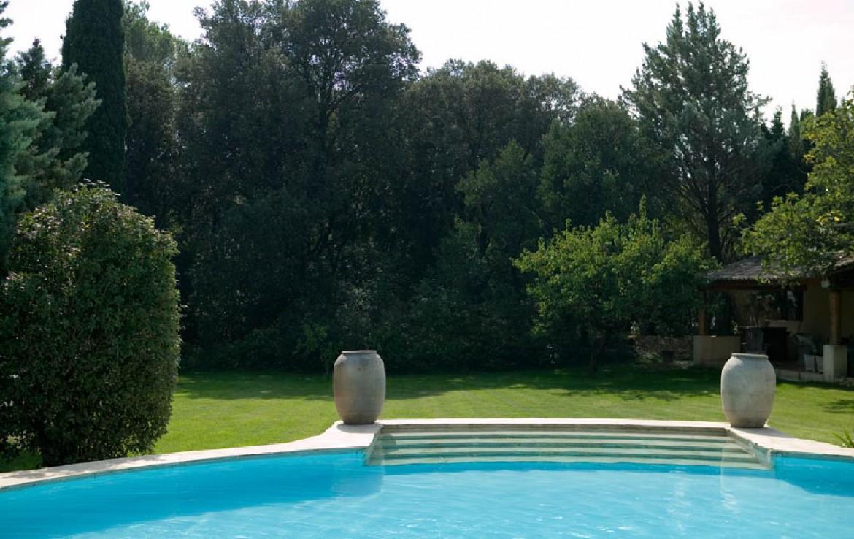 golf-expedition-golf-reizen-frankrijk-regio-provence-domaine-les-serres-zwembad-grasveld.jpg
