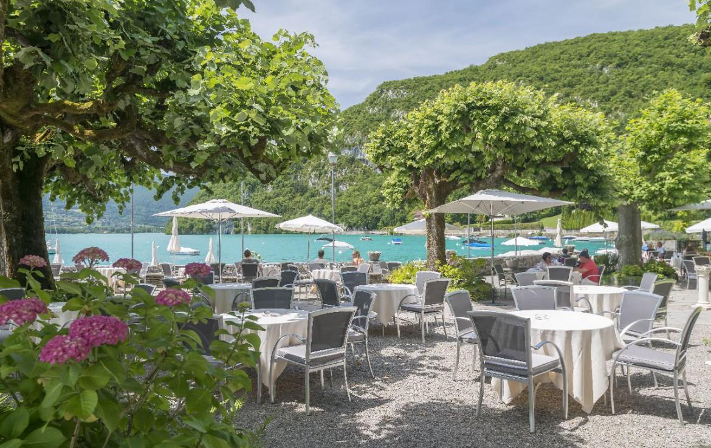 golf-expedition-golf-reizen-frankrijk-regio-rhone-alpes-abbaye-de-talloires-restaurant-uitzicht-op-zee.jpg