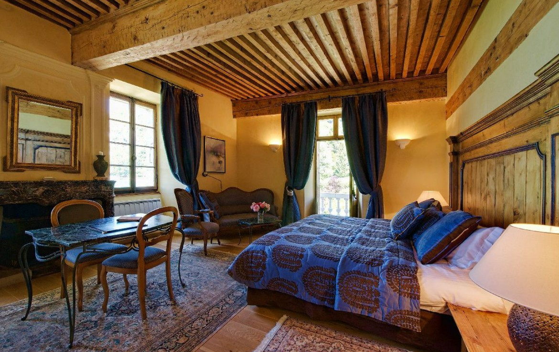 golf-expedition-golf-reizen-frankrijk-regio-rhone-alpes-abbaye-de-talloires-slaapkamer-met-zitruimte.jpg