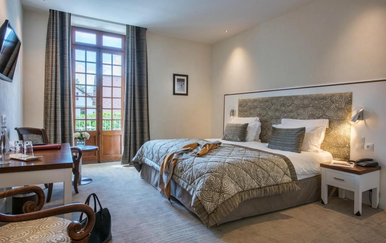 golf-expedition-golf-reizen-frankrijk-regio-rhone-alpes-abbaye-de-talloires-slaapkamer-twee-personen-tv-bureau.jpg