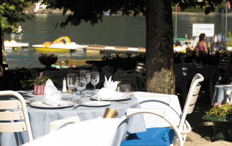 golf-expedition-golf-reizen-frankrijk-regio-rhone-alpes-cottage-bise-buiten-restaurant.jpg