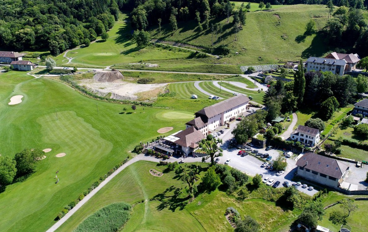 golf-expedition-golf-reizen-frankrijk-regio-rhone-alpes-cottage-bise-drone-accommodatie.jpg