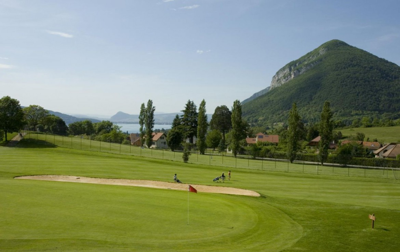 golf-expedition-golf-reizen-frankrijk-regio-rhone-alpes-cottage-bise-golfbaan-bunker-zee-bergen.jpg