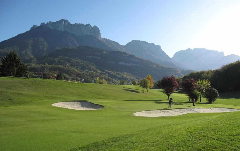 golf-expedition-golf-reizen-frankrijk-regio-rhone-alpes-cottage-bise-prachtig-gelegen-golfbaan-met-bergen-achtergrond.jpg