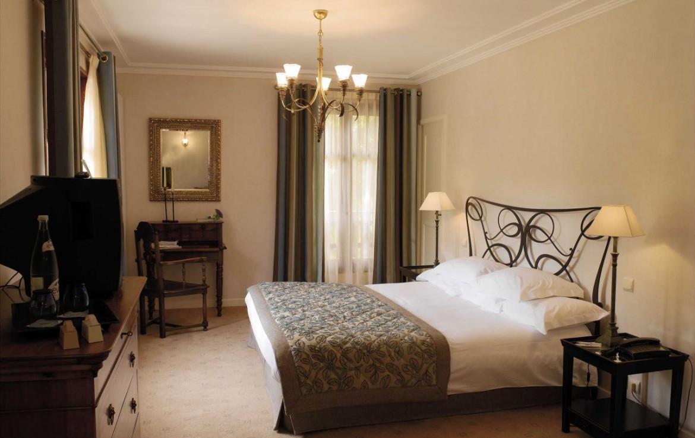 golf-expedition-golf-reizen-frankrijk-regio-rhone-alpes-cottage-bise-stijlvolle-slaapkamer-twee-personen.jpg