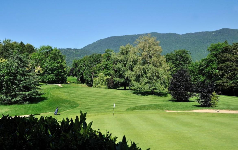 golf-expedition-golf-reizen-frankrijk-regio-rhone-alpes-domaine-de-divonne-golfbaan-fairway-bergen.jpg