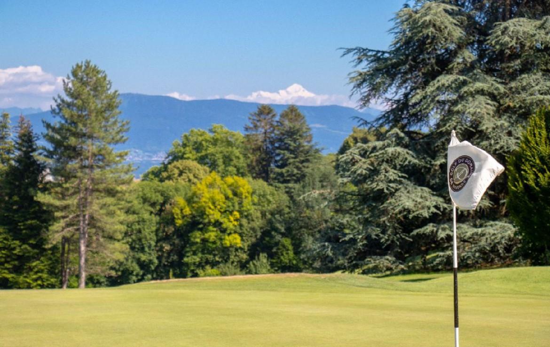 golf-expedition-golf-reizen-frankrijk-regio-rhone-alpes-domaine-de-divonne-golfbaan-green-bergen.jpg