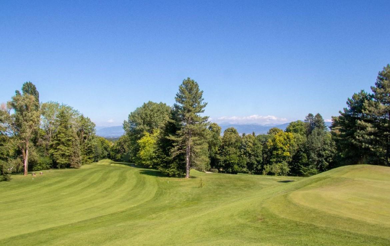 golf-expedition-golf-reizen-frankrijk-regio-rhone-alpes-domaine-de-divonne-golfbaan-heuvels.jpg