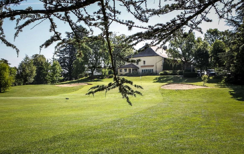 golf-expedition-golf-reizen-frankrijk-regio-rhone-alpes-domaine-de-divonne-golfbaan-hotel-achtergrond.jpg