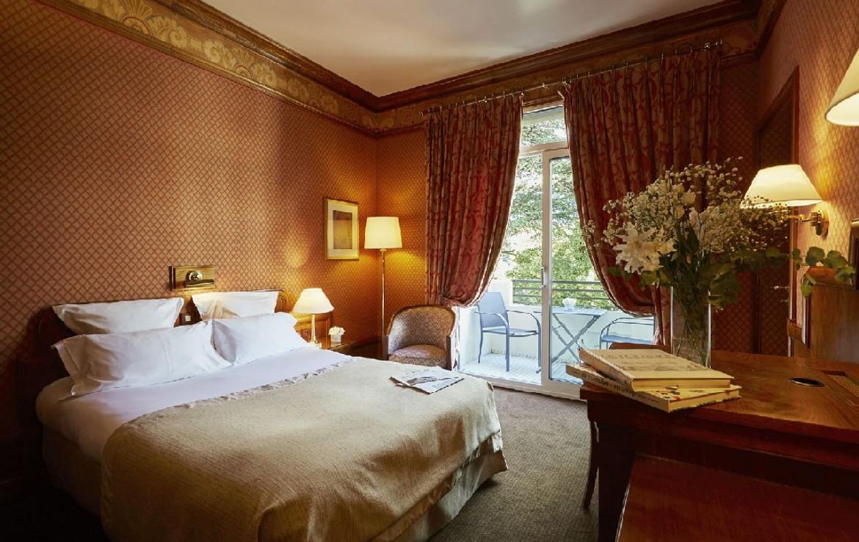 golf-expedition-golf-reizen-frankrijk-regio-rhone-alpes-domaine-de-divonne-klassieke-slaapkamer-met-balkon.jpg